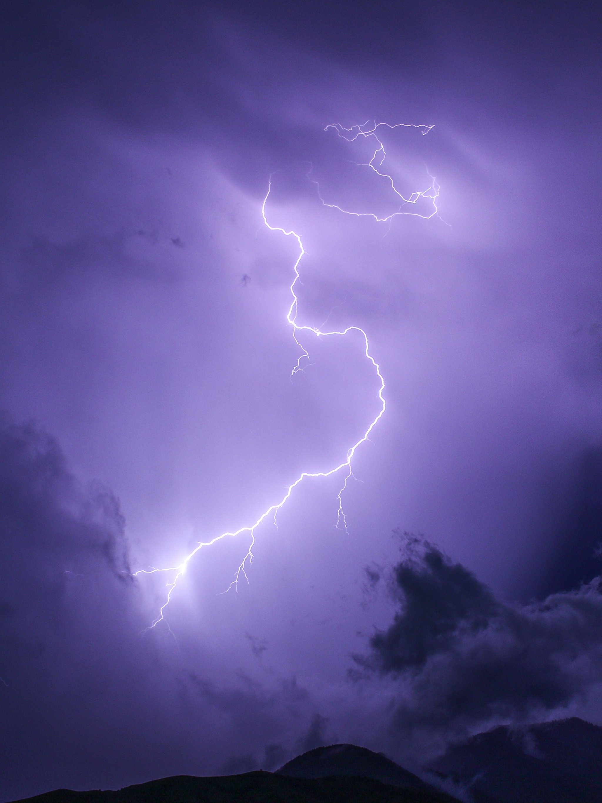 Purple lightning wallpaper mobile desktop background purple lightning voltagebd Image collections