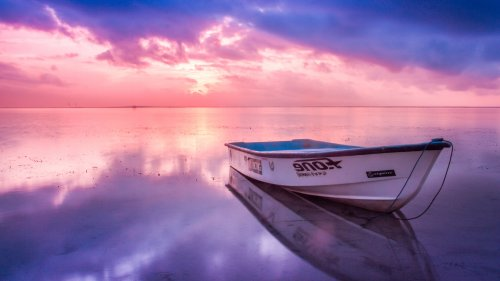 Boat in Sunrise HD Wallpaper